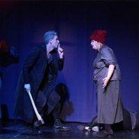 <!--:de-->Ein dunkler Theaterabend – mit vielen Farbtupfen<!--:-->