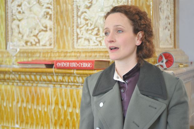 Lisa Wildman spielt die Gräfin Dotzky im Thalhof Reichenau (Foto: Fritz Novopacky)