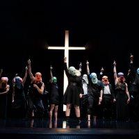Theater, das Schmerzen verursacht