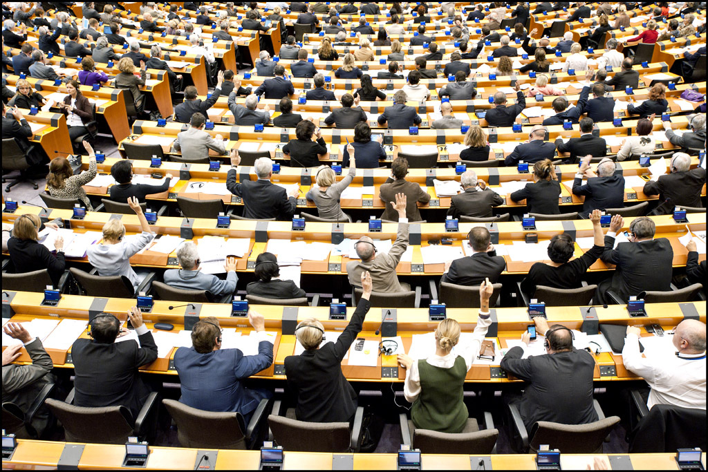 Left: Parliament misses opportunity to set terms for ambitious EU budget
