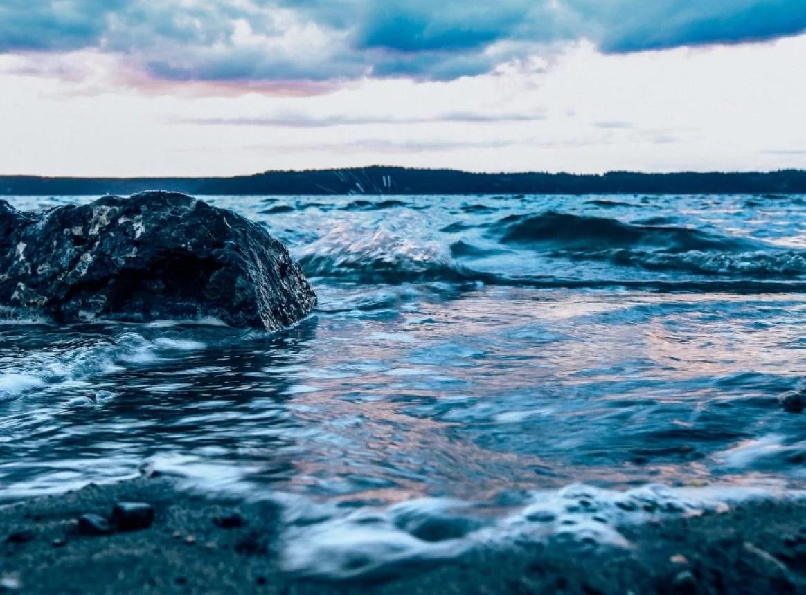 A mathematical approach to estimate historical ocean warming