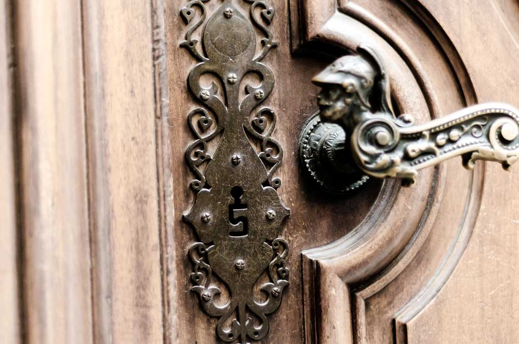 Beautiful door handle and intriguing key hole shape