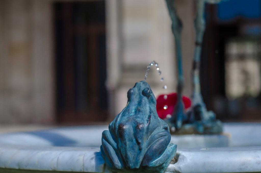 Heron and frog fountain by Raffaele Romanelli (close)