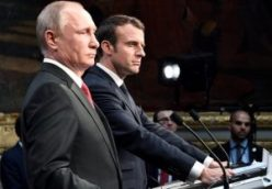 PutinMacronpodium