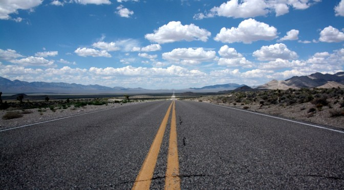 An empty road that goes to the horizon to illustrate Horizon Europe