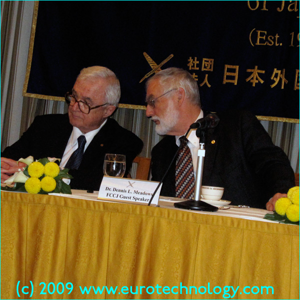 David E Kuhl and Dennis L Meadows, the winners of the 2009 Japan Prize in Tokyo on April 22, 2009