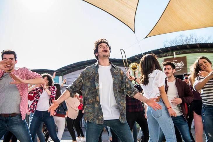 La Venda Music Video