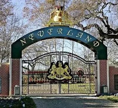 MJ 2012 Neverland gate 1