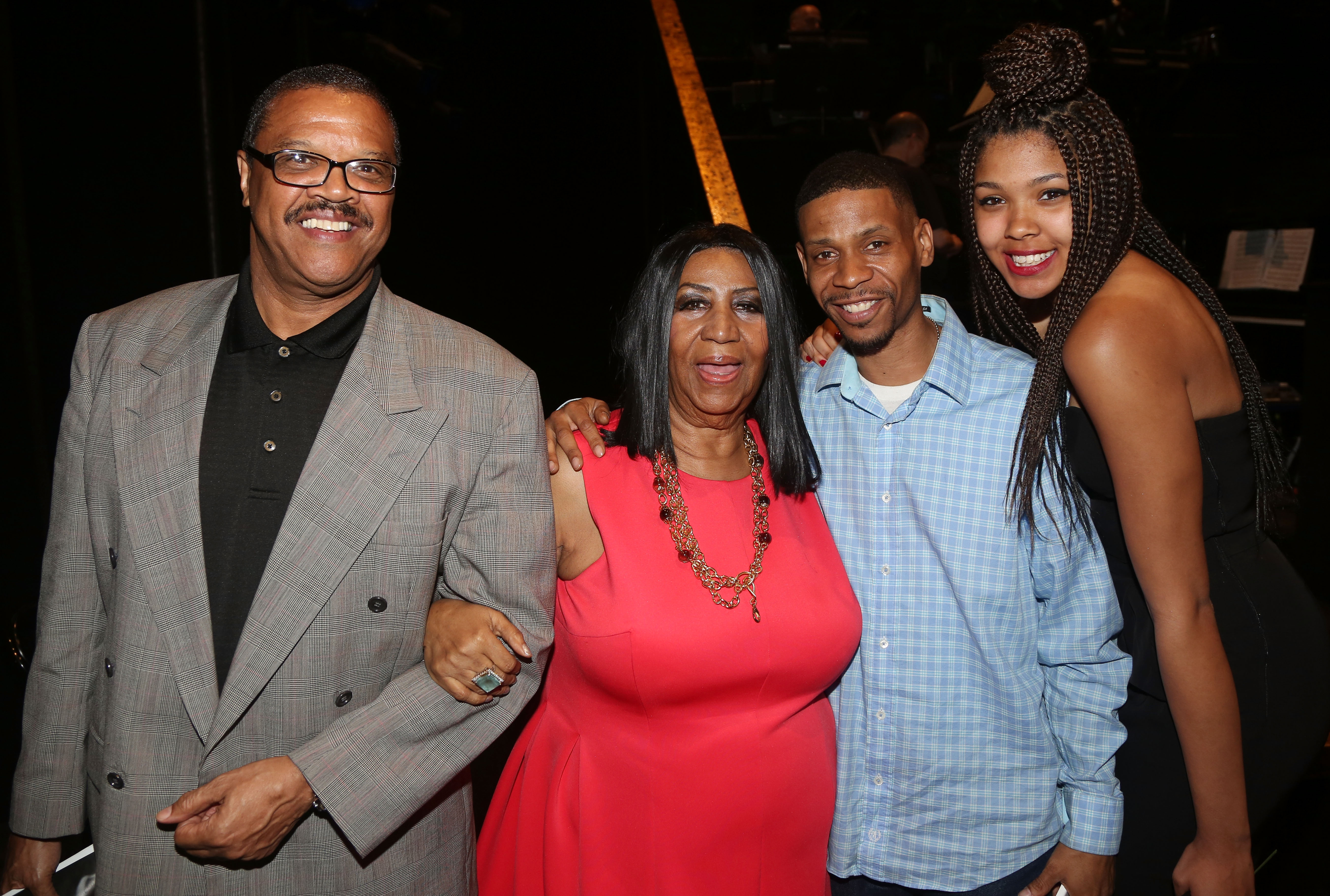 Pictures of aretha franklins sons  Aretha Franklin's