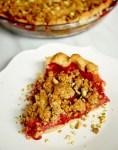 Strawberry pistachio crumble pie