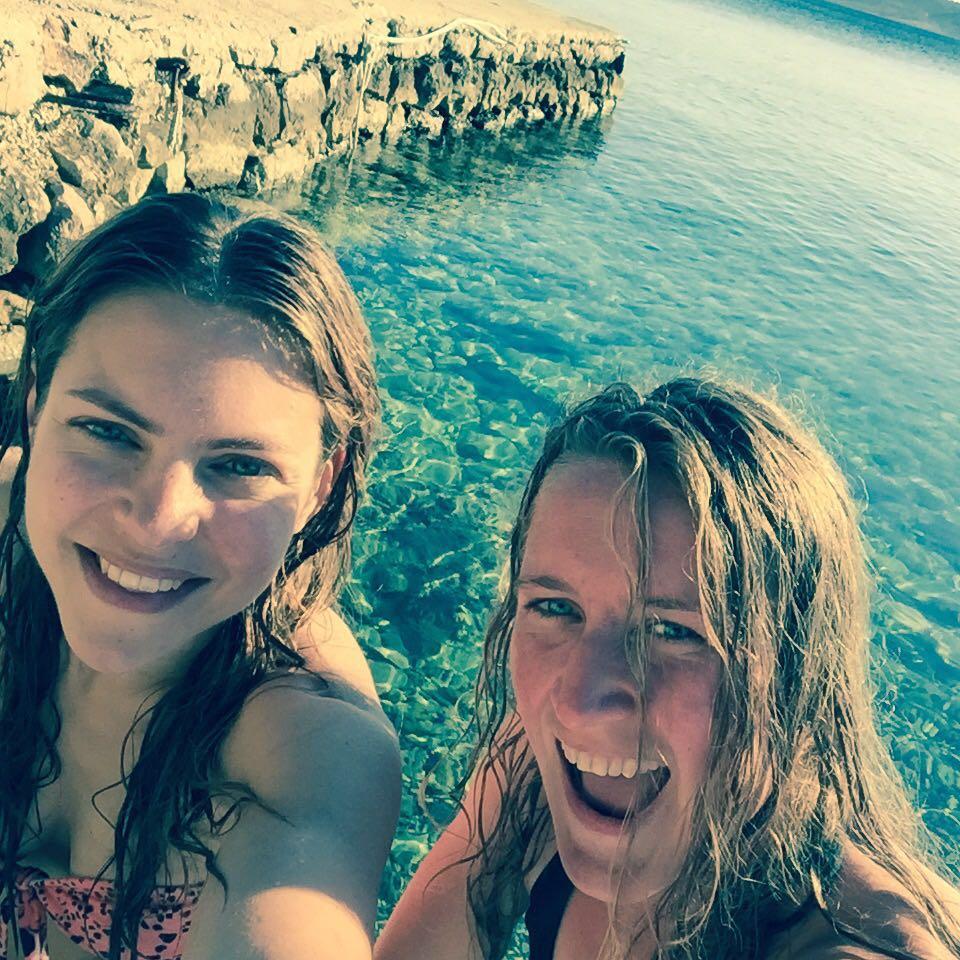 Beach-Babes-starigrad-paklenica-sea-selfie