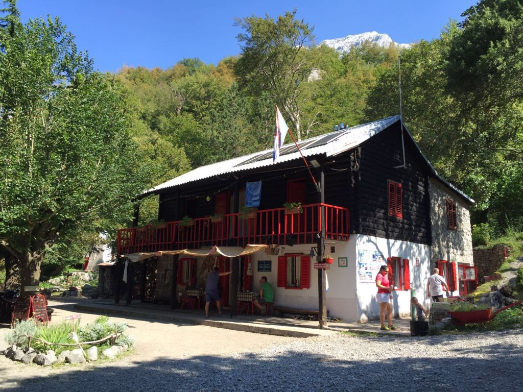 Planinarski-dom-Paklenica
