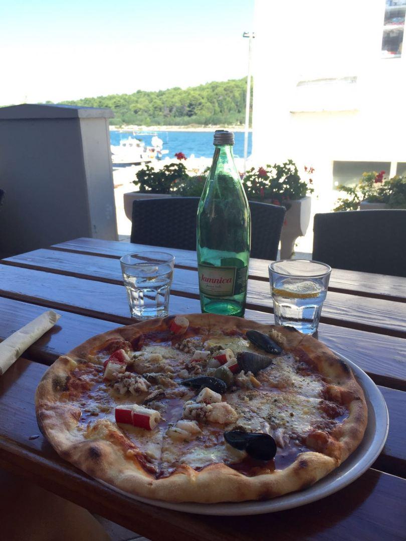 pizza-frutti-di-mare-dugi-otok-croatia