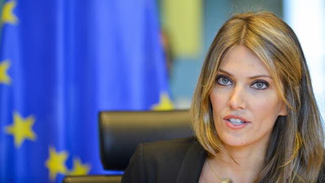 Ελληνοποιήσεις: Η κερκόπορτα για την ΕΕ
