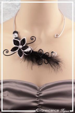 collier fergie modele plumes couleur noir et argent