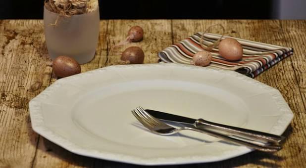 empty-plate-brown-table Johnson Bisola Hephzi-bah
