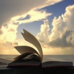 La entronización de la sagrada escritura en los hogares católicos fomenta la Iglesia.