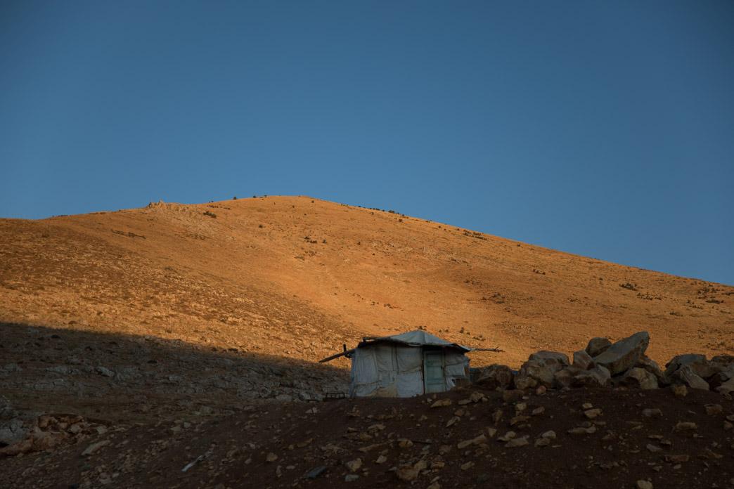 Frontera porosa. Tienda en la frontera Líbano-Siria.