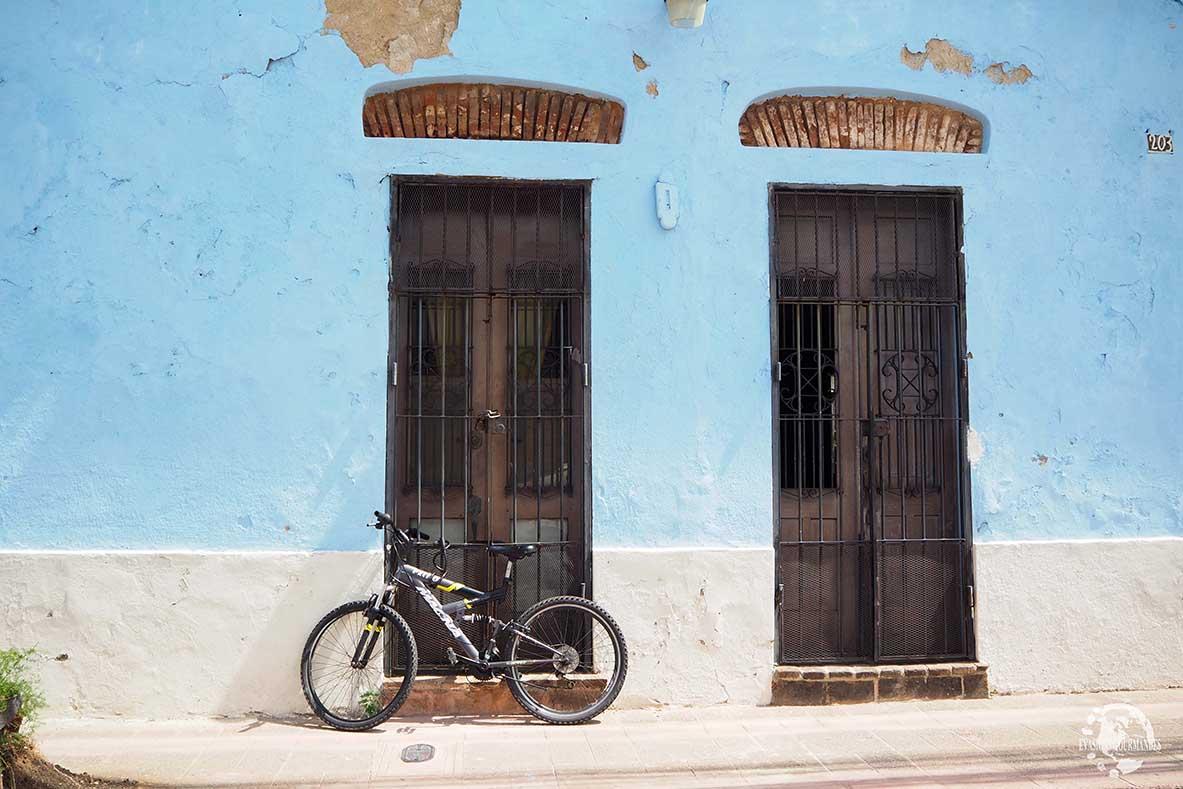 Rue colorée de Saint-Domingue