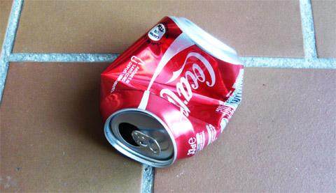 9_ Coca-Cola une boisson dangereuse et cancérigène - canette-ecrasee