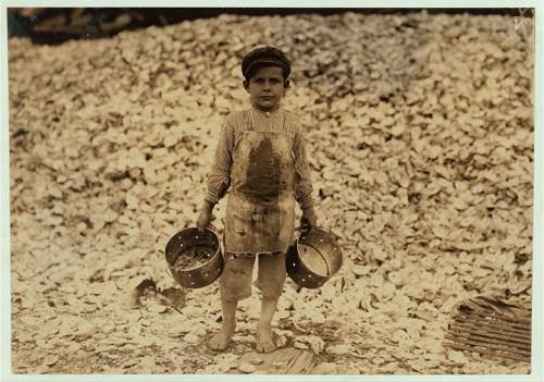 17_Enfant de 5 ans qui ramasse des crevettes à Biloxi, Mississippi