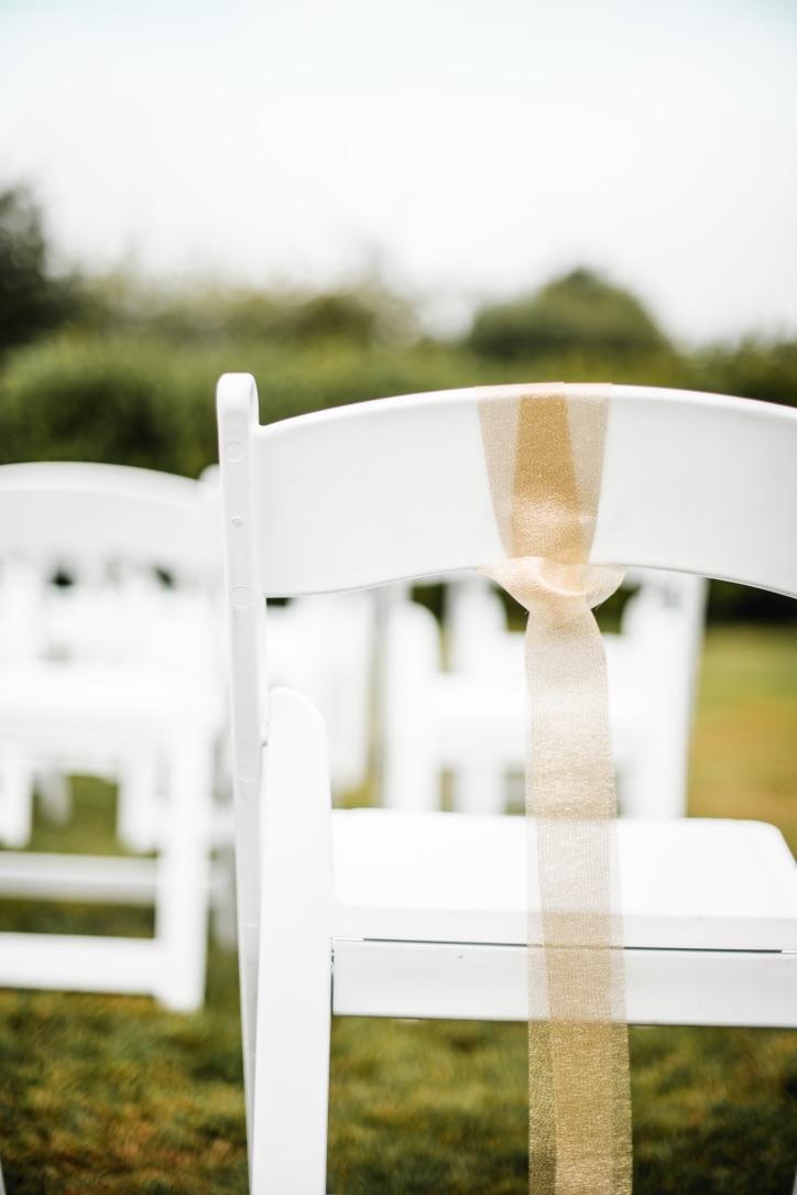 bruiloftaankleding-stoelen