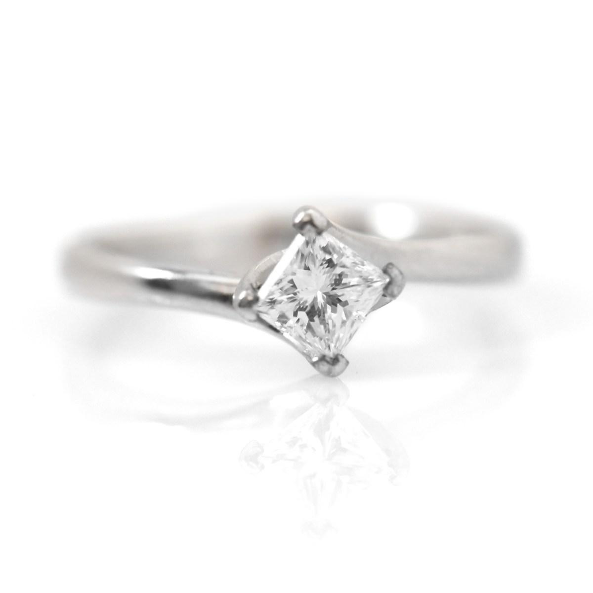 Solitaire Platine 4 Griffes Diamant Princesse   Référence : BA-B15044   EVENOR, Joaillerie, Bijoux Vintage