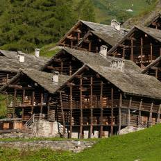 Fr. Dorf Alagna, foto di Matthias Mandler, tipico villaggio di case Walser