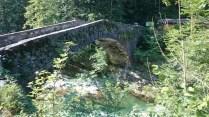 Una gita all'Alpe Solivo in Val Sermenza. Il vecchio ponte