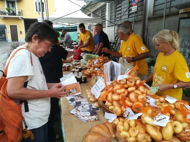 Stand fiera della cipolla bionda Fontaneto