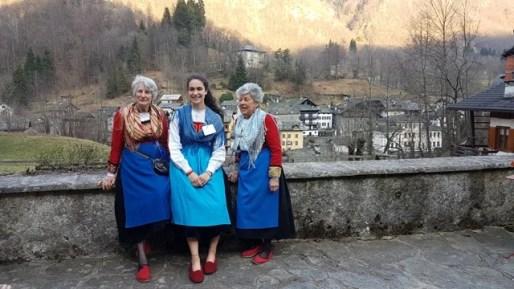 Campertogno. Giornate FAI di Primavera 2019, donne in costume tipico di Campertogno, quello al centro di Mollia
