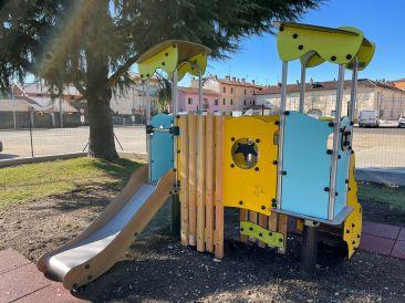 Giochi al parco bambini Gattinara