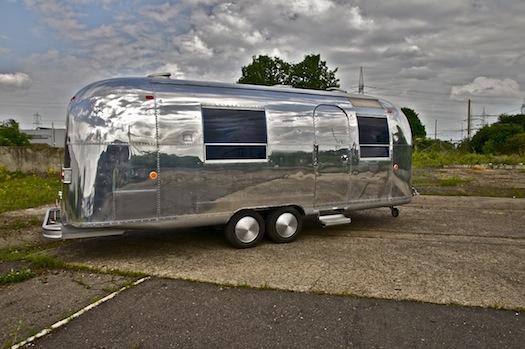 airstream-wohnwagen-aluwohnwagen-blechwohnwagen-us-wohnwagen-foto-film-fernsehen-event-messe-show-koeln-eventmobile