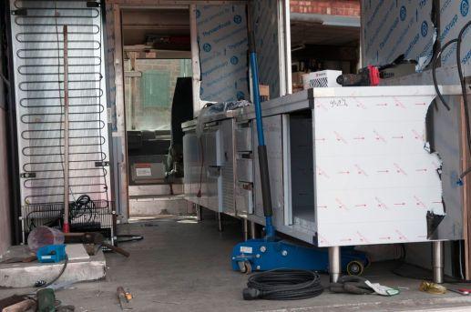 branding-eventmobil-foodtruck-messemobil-roadshow-truck-bau-koeln-8525
