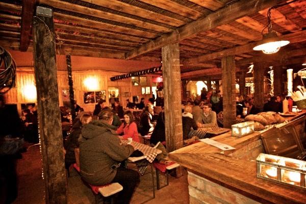 alpengluehen-bar-fondue-huette