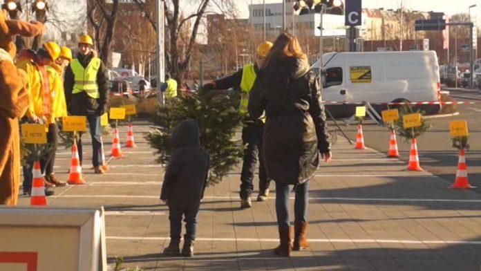 #Weihnachtsbaumwerfen, Weihnachtsbaumweitwurf-Meisterschaften ,Berlin,Freizeit,Unterhaltung