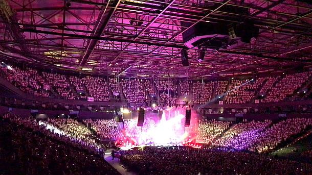 6000 Kinder singen in der Mercedes-Benz-Arena gemeinsam im Chor!