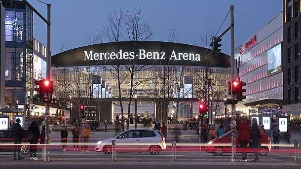 1 Jahr Mercedes Platz Bis zu 30.000 Besucher kamen täglich