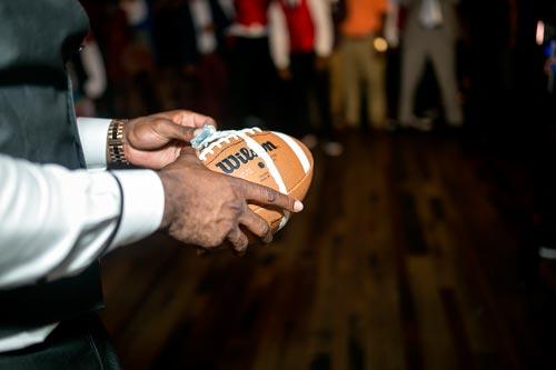 Football garter toss | Events Luxe Wedding