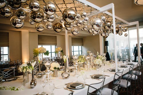 Silver wedding table settings | Events Luxe Weddings