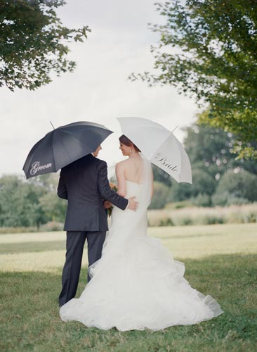Bride & Groom with umbrellas at Forest Park | Events Luxe Weddings