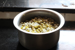 boiled peas  Bengali cuisine with Ghugni Chat IMG 0790 300x200