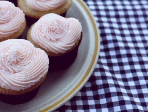 Happy Weekend + 5 Things I Love | Food Edition | Pink Lemonade Cupcakes