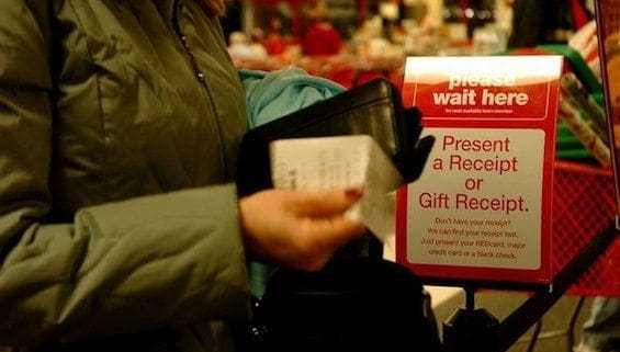 Gift-return-line-in-Retail-Store