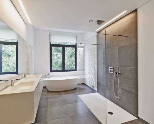 Luxury-modern-bathroom-with-vinyl-flooring