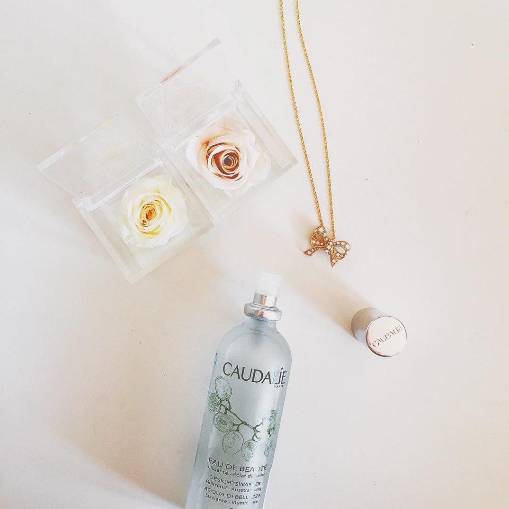 Ossessione del momento: eau de beauté @caudalie #caudalieparis #caudalie #eaudebeaute #skincareproduct #flatlay #beautyblog