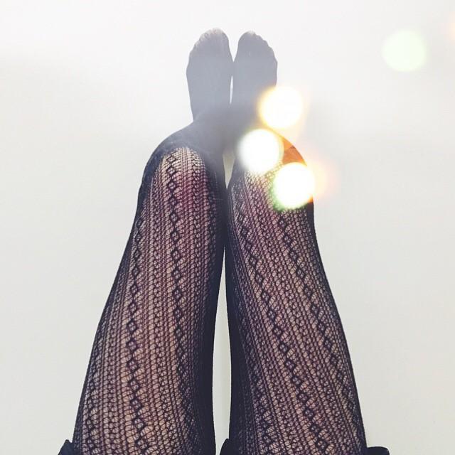 """Ore 1, mi devo ancora mettere il pigiama, ho i piedi leggeri quanto il cuore grande! È veramente una bellezza poter passare giornate felici come questo sabato: nuovi inizi, riconciliazioni, la pace nel cuore e una stupenda libertà recuperata. Ci sono infinite declinazioni di amore e di affetto e sono davvero davvero riconoscente per tutte quelle persone che stanno continuando a insegnarmi i modi di """"volersi bene""""! Una dolcissima e affettuosissima notte a tutti quelli che hanno ancora i piedi tra le nuvole e la gioia sulle labbra"""