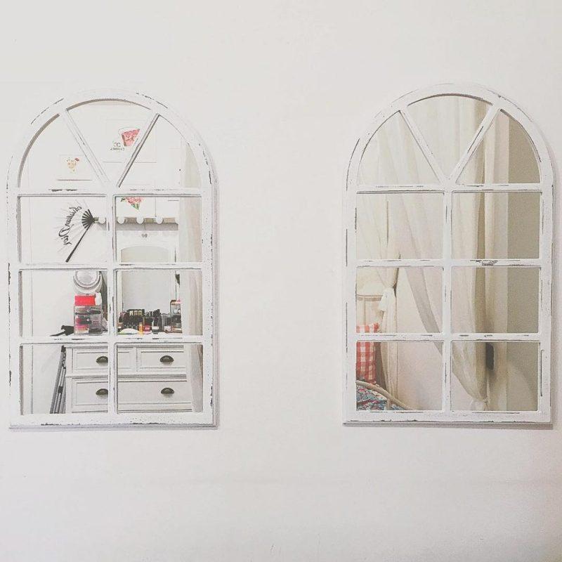 Mirror mirror: ho la camera piena di specchi, ma questi, insieme a quello da terra di @maisonsdumonde sono il mio vanto! Queste due finestrelle sono di @zarahome , voi ci avete mai acquistato qualcosa? #zarahome #roomforinspo #roominterior #homedecor
