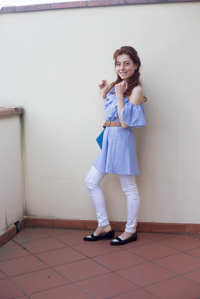 outfit vestito con spalle scoperte