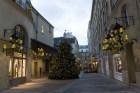 Parigi albero di natale davanti a chanel